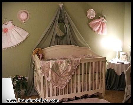Pembe bebek beşiği