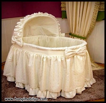 Klasik şık ve güzel bebek beşiği